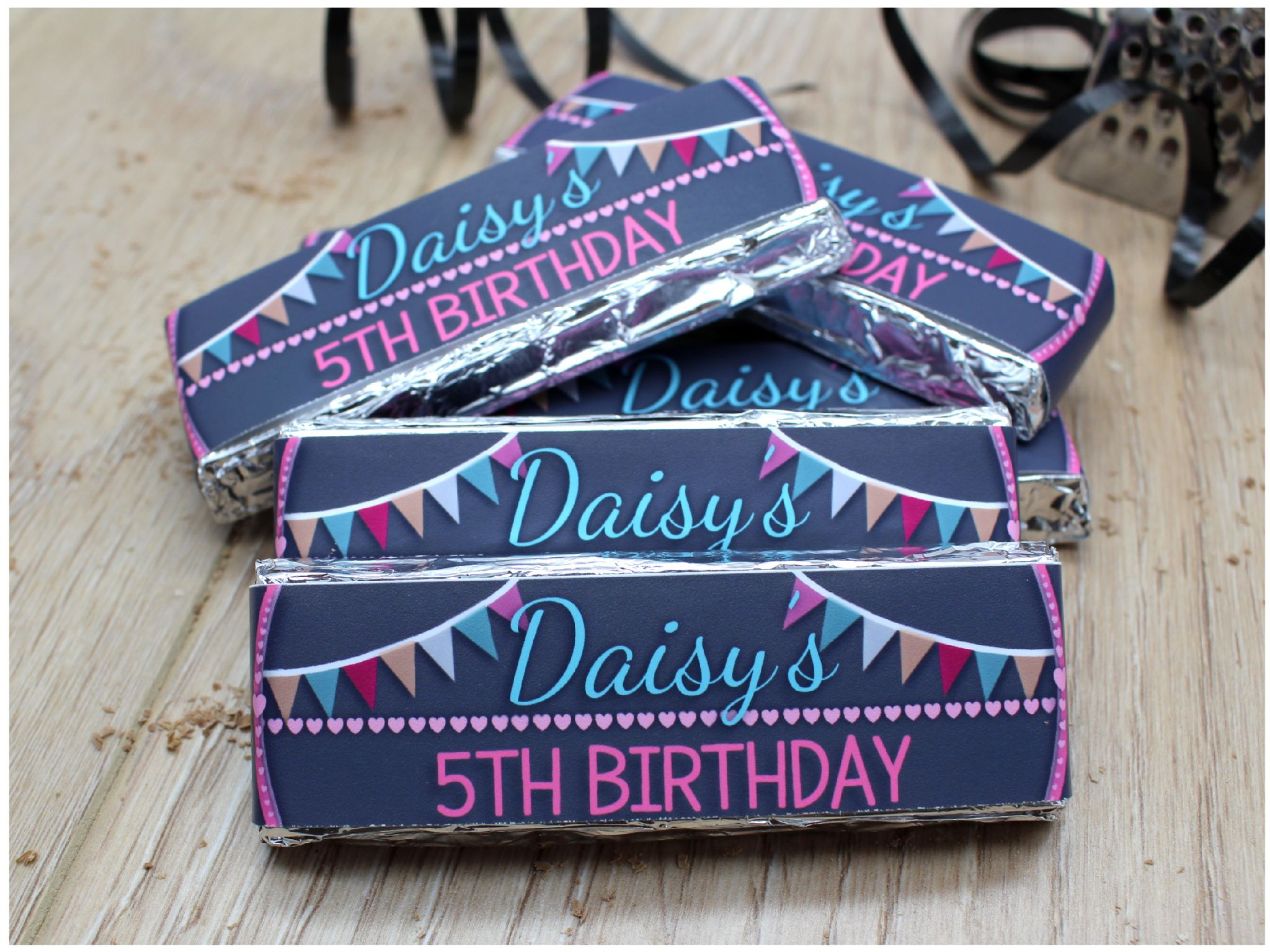6 X Personalised Girls Bunting Hearts Happy Birthday 2 Finger KitKat Chocolate Bars Wrappers